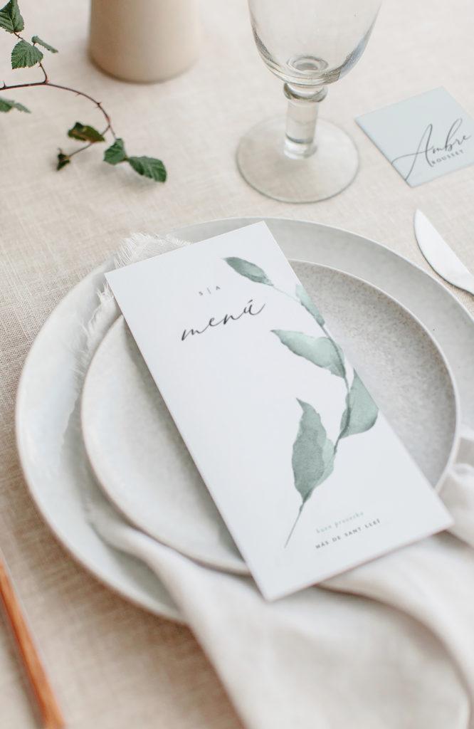 Menú Una vez decidido el menú de tu boda, imprímelo a juego con tu invitación de boda. Toda la papelería a conjunto.